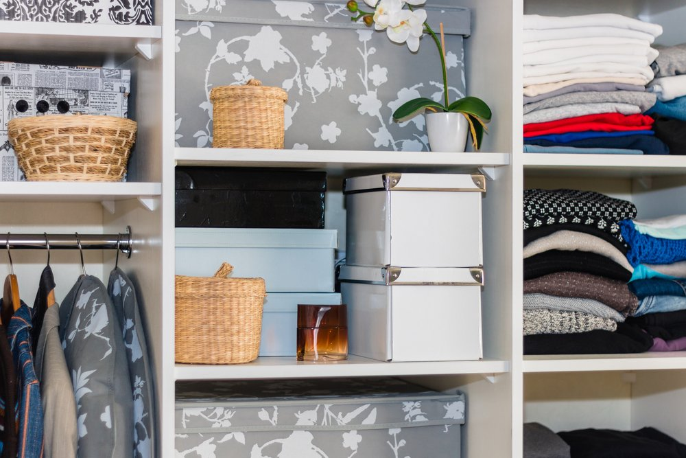 wardrobe organisation tips before baby arrived